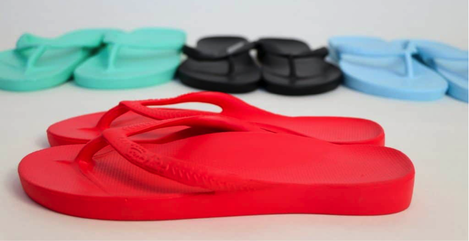 Appropriate casual footwear – should I be wearing thongs?